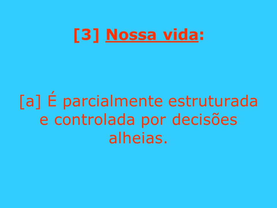 [a] É parcialmente estruturada e controlada por decisões alheias.
